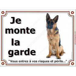 Berger Allemand poils courts Assis, Plaque Je monte la garde, affiche panneau pancarte risques et périls attention au chien