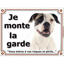 Plaque portail 2 tailles Je Monte la Garde, Bouledogue Américain blanc et bringé Tête, risques et périls, pancarte panneau atten