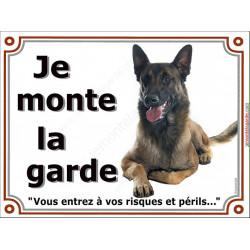 Plaque portail 2 tailles Je Monte la Garde, Berger Belge Malinois couché, risques et périls, panneau pancarte attention au chien