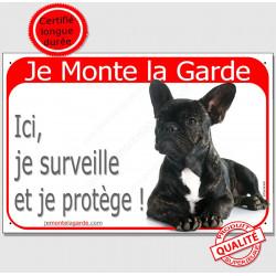 Plaque portail rouge, Je Monte la Garde, Bouledogue Français Bringé Couché, panneau pancarte surveille et respecte