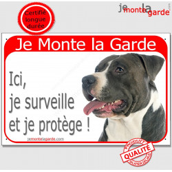 Plaque portail rouge Je Monte la Garde, American Staff noir et blanc tête, surveille et protège, pancarte attention au chien pan