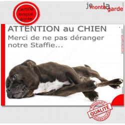 """Plaque portail humour """"Attention au Chien, Merci de ne pas déranger notre Staffie"""" Staffy bringé pancarte photo"""