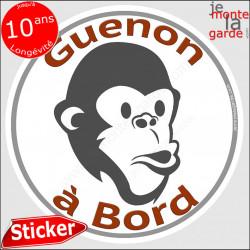 "sticker rond ""Guenon à Bord"" humour absurde 14 cm"