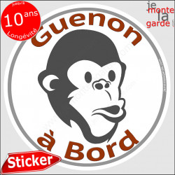 "sticker rond ""Guenon au Volant"" humour absurde 14 cm"