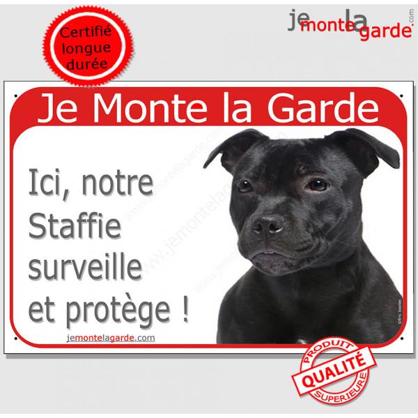 """Staffie noir, Plaque Portail rouge """"Je Monte la Garde, surveille protège"""" pancarte, panneau Staffy attention au chien photo"""
